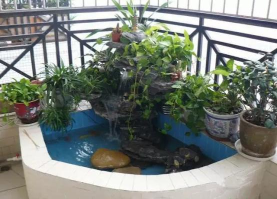 自贡阳台装修设计一个鱼池,阳台养鱼养龟都可以!
